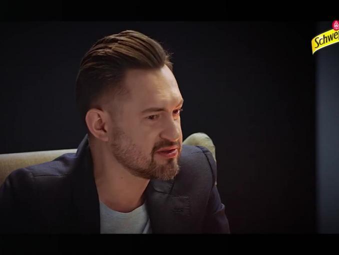 Marcin Prokop rozmawia ze sobą w reklamach Schweppes