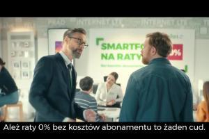 Szymon Majewski promuje smartfony na raty w Plusie