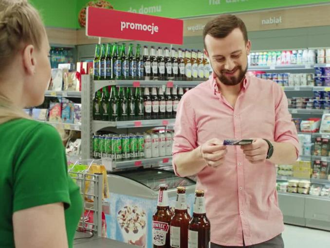 Zakład o promocję piwa Warka i Żywiec w spocie Żabki