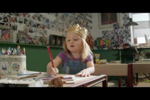Zabawki z rabatem na książki - reklam Biedronki na Dzień Dziecka