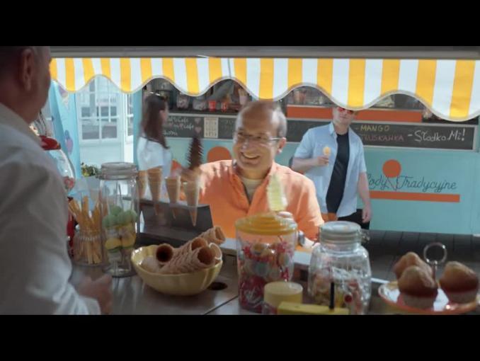 Robert Górski i Mikołaj Cieślak na lodach reklamują internet w Orange na Kartę
