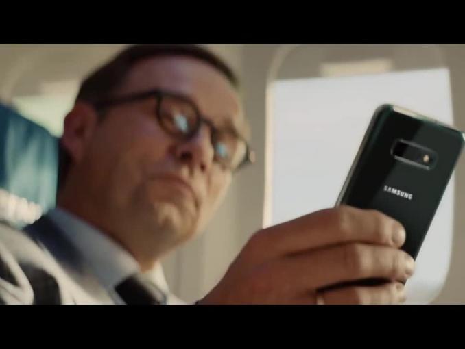 """""""Internet, który nie zwalnia"""" w reklamie T-Mobile dla firm"""