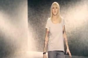 Agnieszka Chylińska reklamuje ubezpieczenie rodziny w Avivi