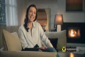 Justyna Kowalczyk z rycerzem na białym koniu reklamuje kredyt w Raiffeisen Polbank