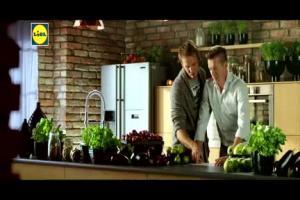 Brodnicki i Okrasa reklamują świąteczną promocję Lidla z nożami