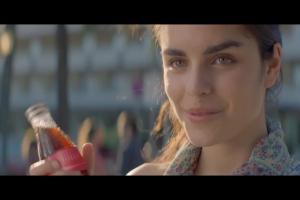 Pierwsza miłość z piosenką Margaret reklamuje Coca-Colę