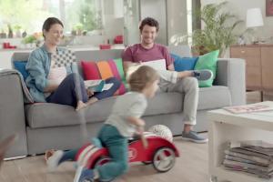 mBank i AXA rodzinie reklamują ubezpieczenie komunikacyjne