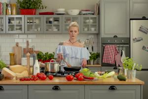 Daria Ładocha w kampanii Apetina