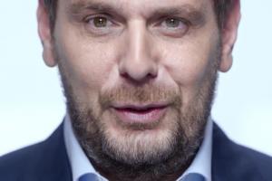 Wojciech Modest Amaro w kampanii Play na Kartę