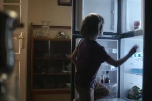 Pierwsze rodzinne Boże Narodzenie - spot SOS Wiosek Dziecięcych